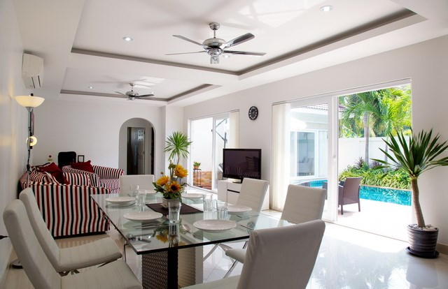 House For Sale Huay Yai showing the living and dining areas