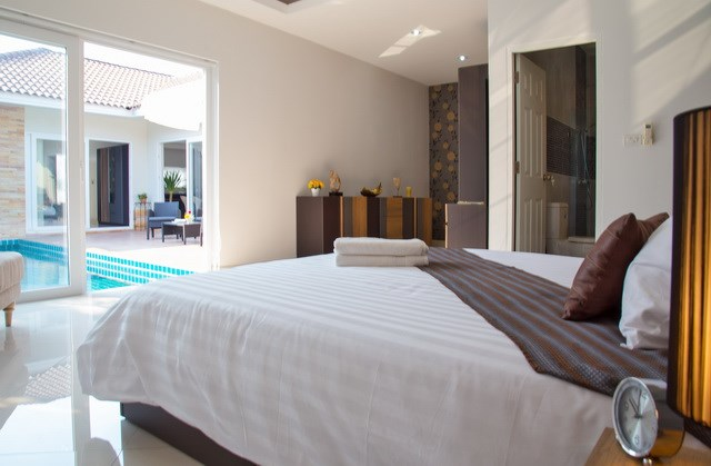 House For Sale Huay Yai showing the master bedroom poolside