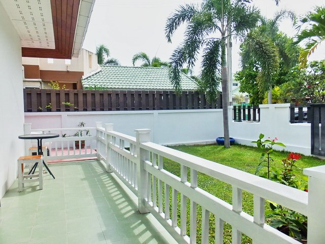 House for Sale East Pattaya showing the terrace and garden