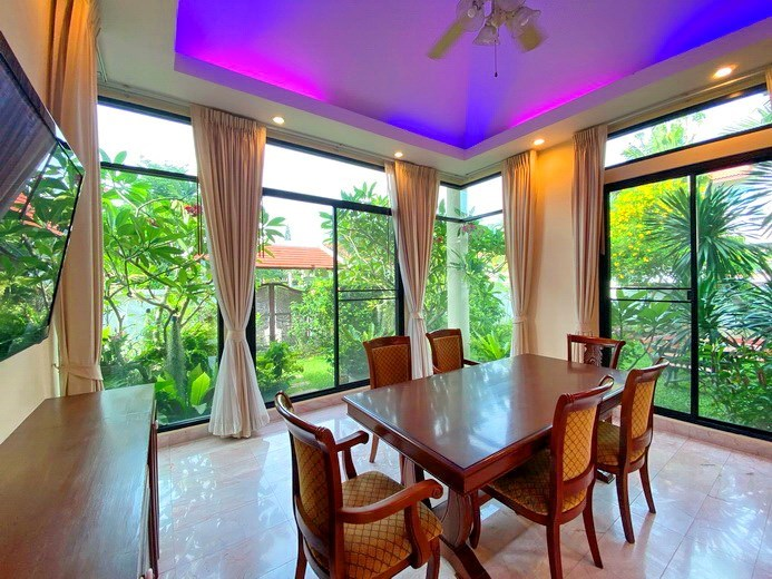 House for rent East Pattaya showing the dining area with garden view