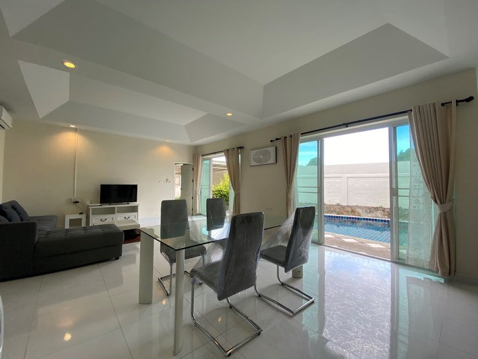 House for rent East Pattaya showing the dining and living areas