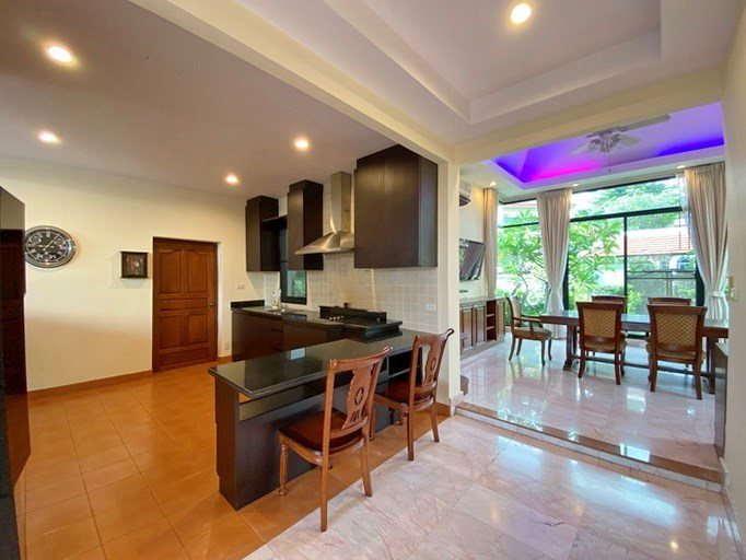House for rent East Pattaya showing the kitchen and dining areas