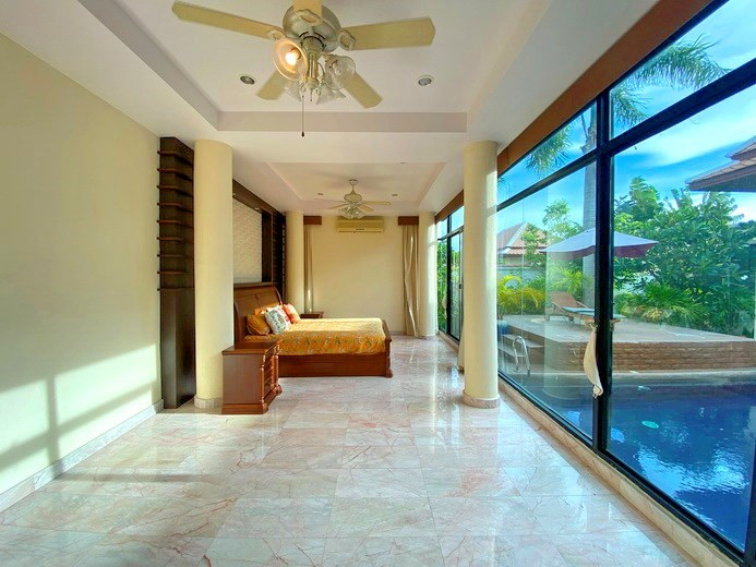 House for rent East Pattaya showing the master bedroom with pool view