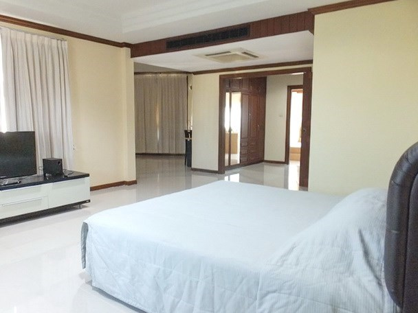 House for rent East Pattaya showing the master bedroom suite