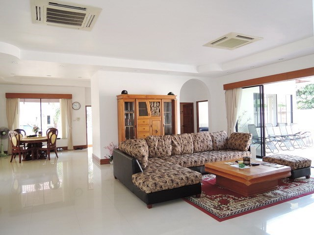 House for rent East Pattaya showing the open plan