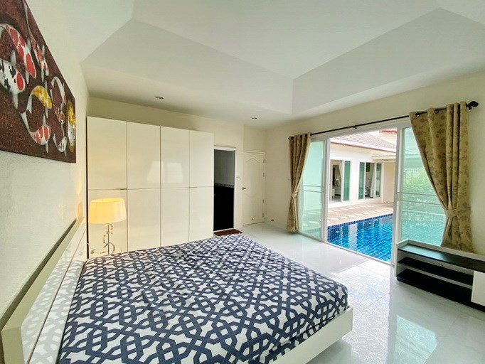 House for rent East Pattaya showing the second bedroom poolside
