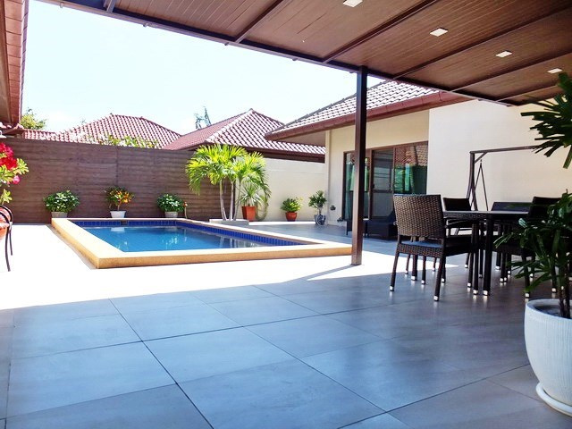 House for rent Huay Yai Pattaya showing the covered terrace