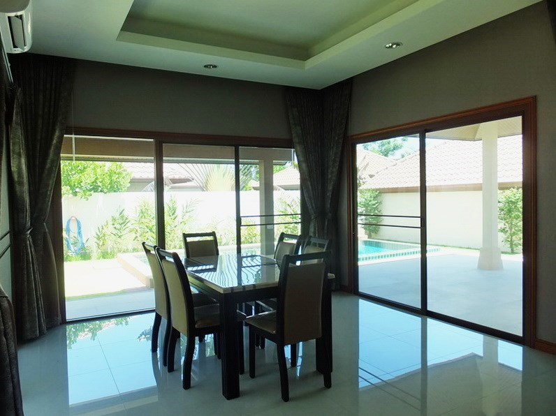 House for rent Huay Yai Pattaya showing the dining are a with pool view
