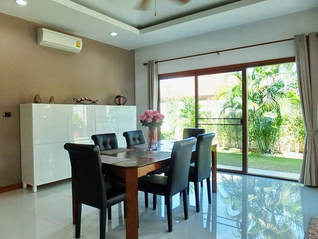 House for rent Huay Yai Pattaya showing the dining area with garden view