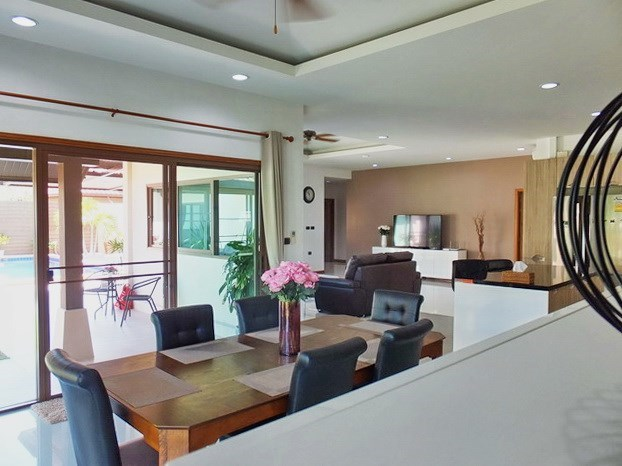 House for rent Huay Yai Pattaya showing the dining, kitchen and living areas