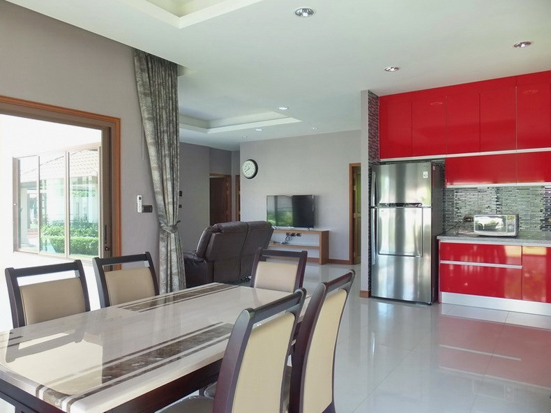 House for rent Huay Yai Pattaya showing the living, dining and kitchen areas