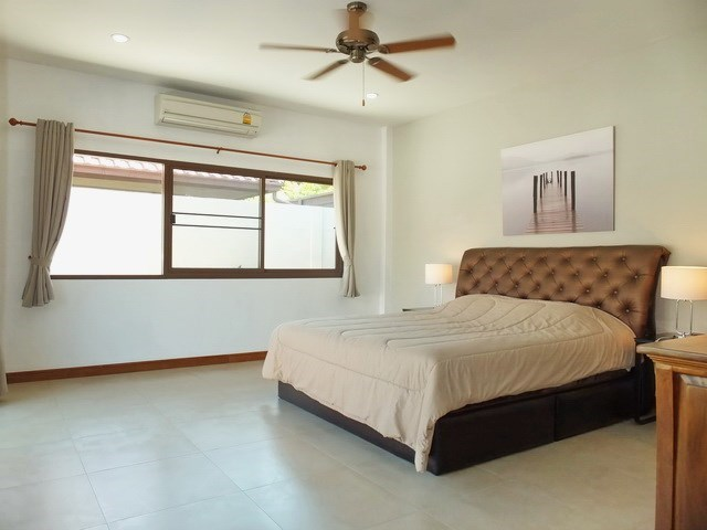 House for rent Huay Yai Pattaya showing the master bedroom