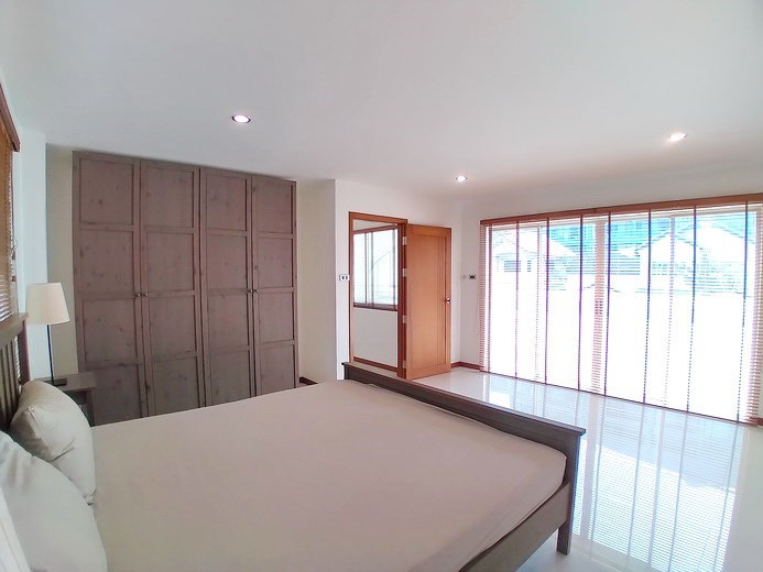 House for rent Jomtien Beach showing the fourth bedroom and balcony