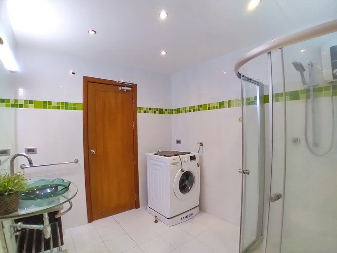House for rent Jomtien Beach showing the guest bathroom