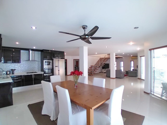 House for rent Jomtien Beach showing the open plan concept