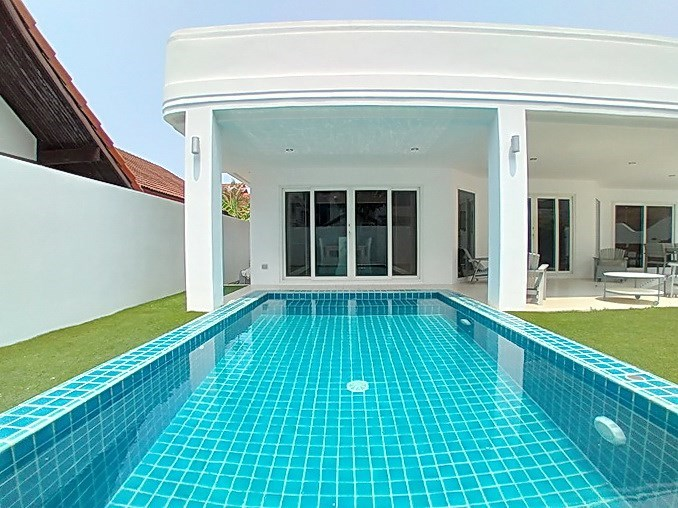 House for rent Jomtien Beach showing the private pool