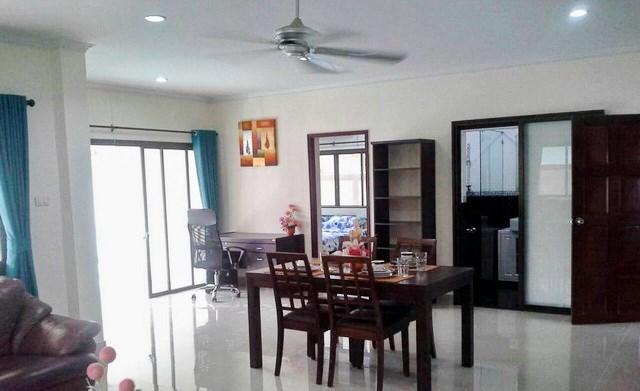House for rent Jomtien Pattaya showing the dining and office areas