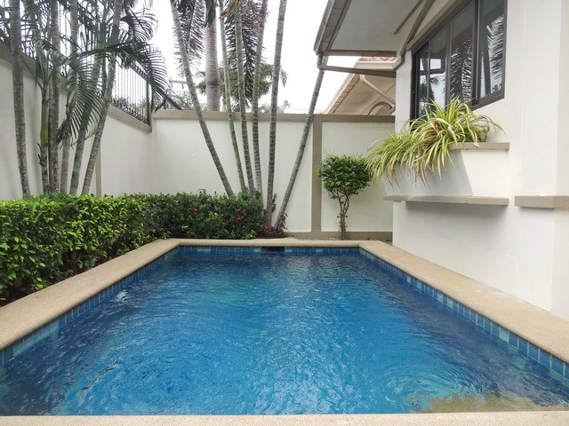 House for rent Jomtien Pattaya showing the private pool
