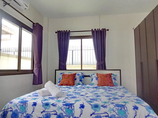 House for rent Jomtien Pattaya showing the third bedroom and wardrobe