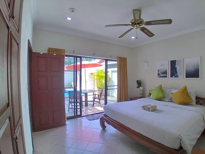 House for rent Jomtien showing the bedroom pool view