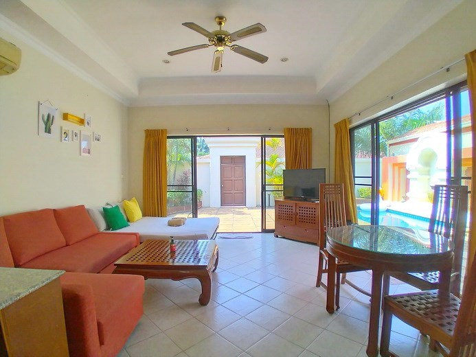 House for rent Jomtien showing the dining and living areas