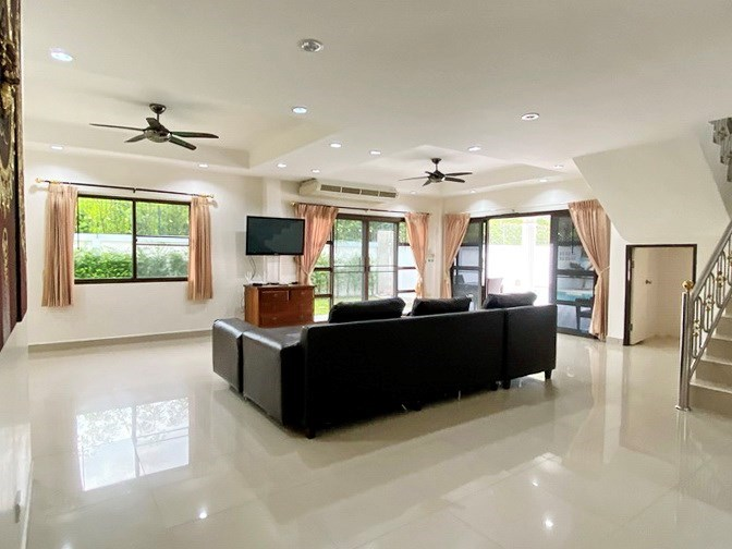 House for rent Jomtien showing the living room