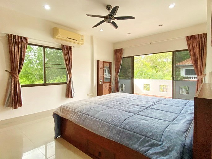 House for rent Jomtien showing the second bedroom with balcony