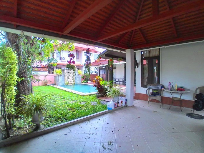House for rent Mabprachan Pattaya showing the carport and house