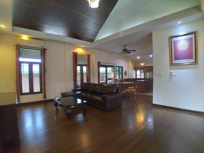 House for rent Mabprachan Pattaya showing the living, dining and kitchen areas