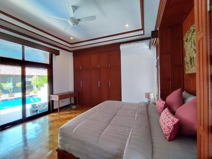 House for rent Mabprachan Pattaya showing the master bedroom pool view