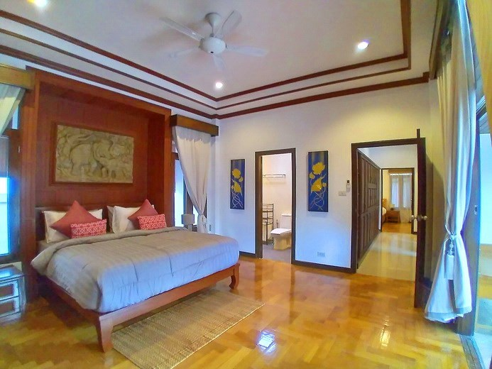 House for rent Mabprachan Pattaya showing the master bedroom suite