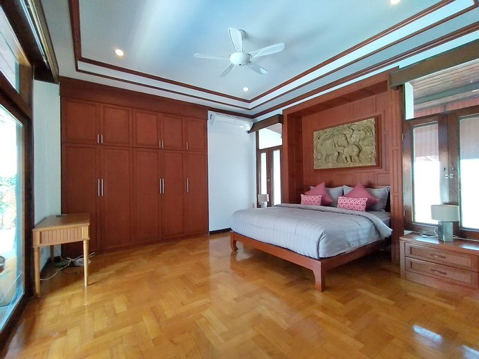 House for rent Mabprachan Pattaya showing the master bedroom