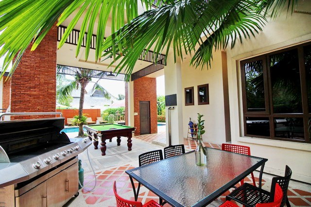 House for rent East Jomtien showing the BBQ area