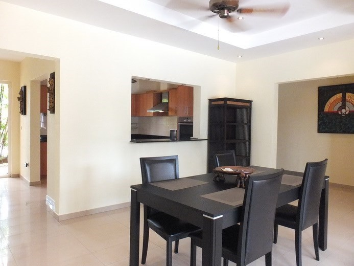 House for rent Pattaya at Siam Royal View showing the dining and kitchen areas