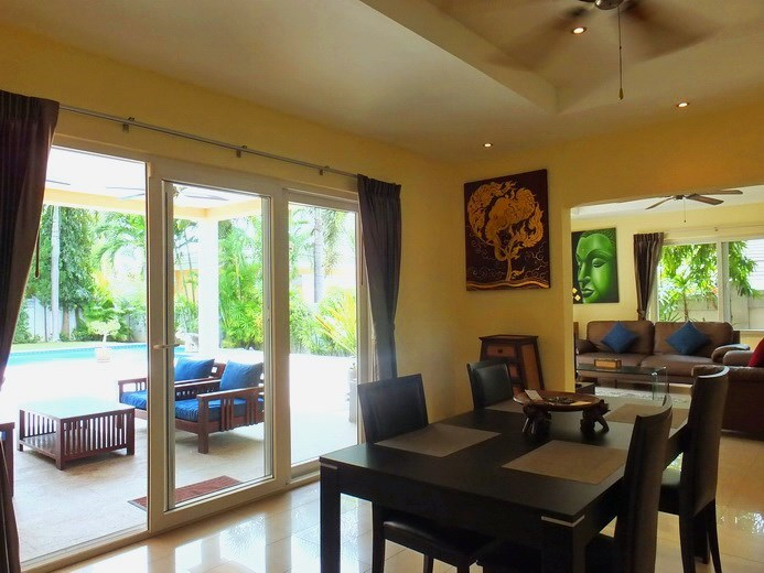 House for rent Pattaya at Siam Royal View showing the dining area