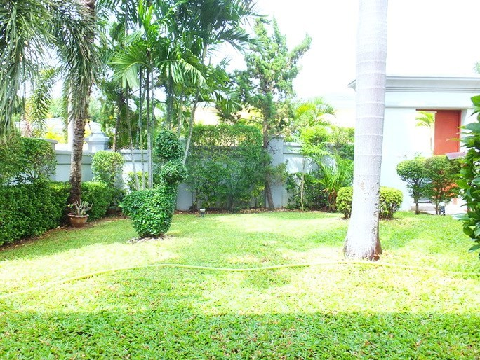 House for rent Pattaya at Siam Royal View showing the garden