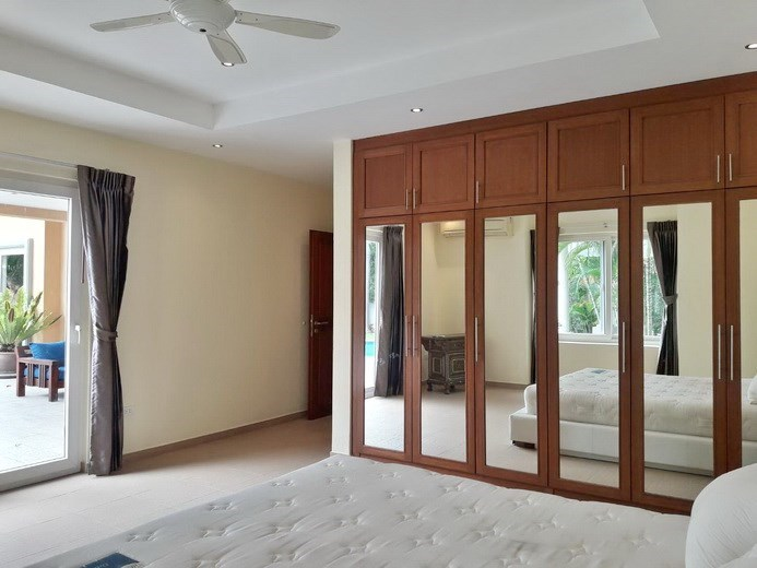 House for rent Pattaya at Siam Royal View showing the master bedroom with built-in wardrobes