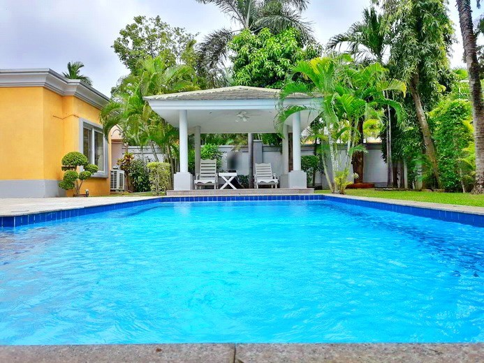 House for rent Pattaya at Siam Royal View showing the pool and sala