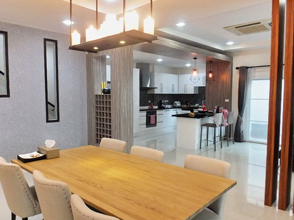 House for rent South Pattaya showing the dining and kitchen areas