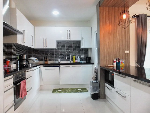 House for rent South Pattaya showing the kitchen