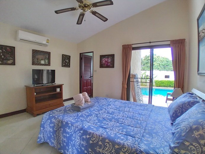 House for rent Pattaya showing the master bedroom pool view