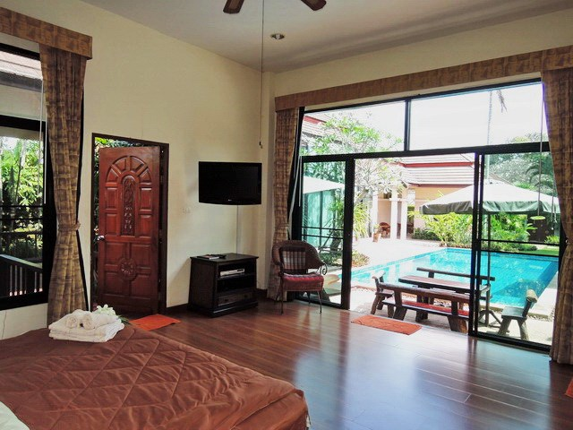 House for rent Pattaya showing the master bedroom look toward to the pool