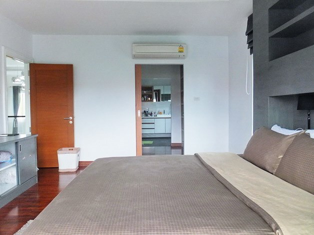 House for rent South Pattaya showing the master bedroom suite