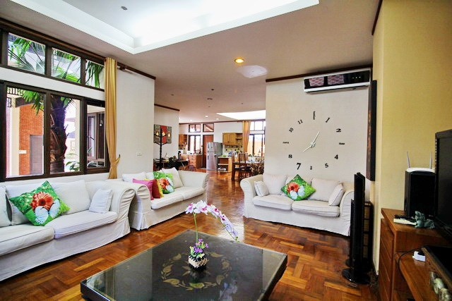 House for rent East Jomtien showing the open plan living concept