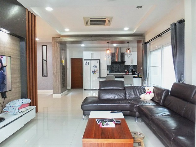 House for rent South Pattaya showing the open plan living area
