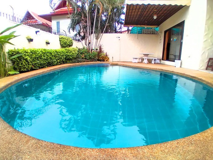 House for rent Pattaya showing the private pool