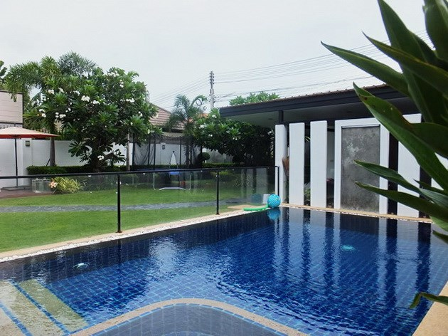 House for rent South Pattaya showing the private swimming pool