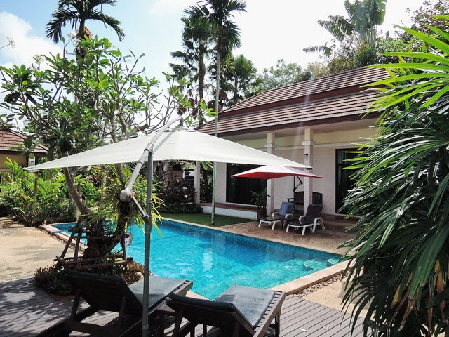 House for rent Pattaya showing the terrace and pool