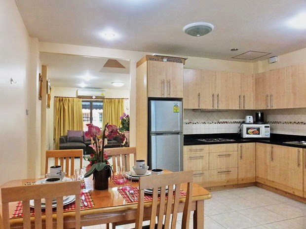 House for rent Pratumnak Pattaya showing the living, dining and kitchen areas