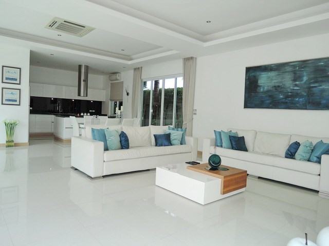 House for rent The Vineyard Pattaya showing the large living area
